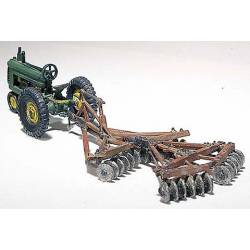 Tractor con arado. WOODLAND SCENICS D207