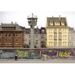 Muro pintado de grafitis.