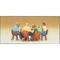Sentados alrededor de la mesa. PREISER 10282
