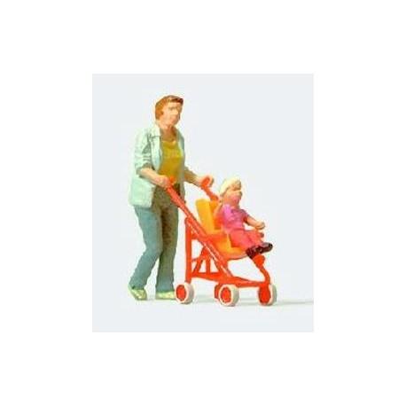 Mujer con silla de bebe. PREISER 28079