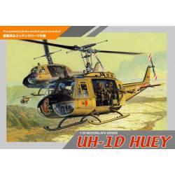 UH-1D Huey con tripulación.
