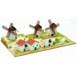 Diorama: Molinos de viento y casas.