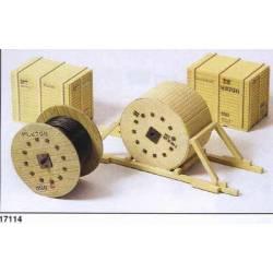 Carga: Rollos de cable y cajas.