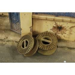 Dos bobinas de cable de acero. VERLINDEN 2819