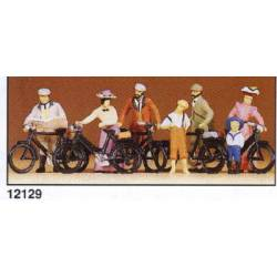 1900's cyclists standing. PREISER 12129