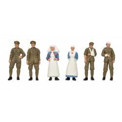 Soldados y personal médico.