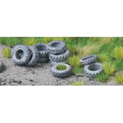 Old tyres tractor. JUWEELA 28235