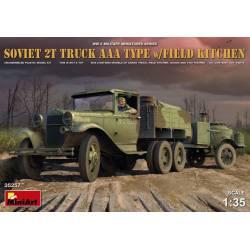 Camión soviético 2T AAA con cocina.