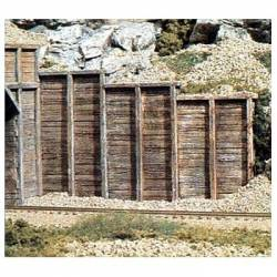 Muro de contención de madera.