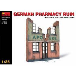 Farmacia alemana en ruinas.