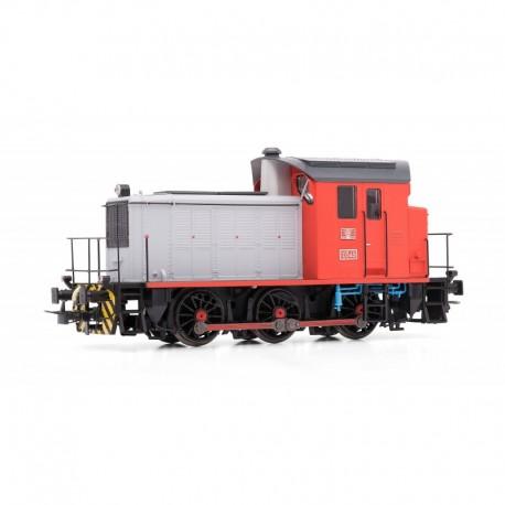 Locomotora diesel 303. Roja y gris.