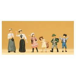 Señoras y niños de época (1900).