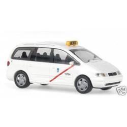 Taxi madrileño Seat Alhambra.