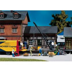 Loading crane with freight. FALLER 222176