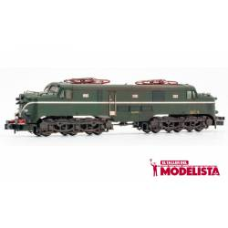 Locomotora 277.048 (verde-plata). Envejecida.