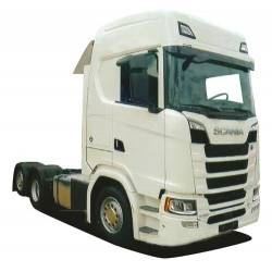 Scania S, tres ejes.