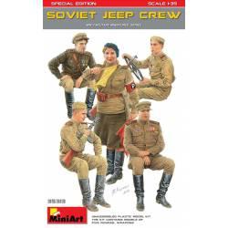 Tripulación de Jeep soviético.