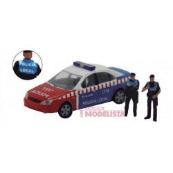Ford Mondeo con Policías locales.