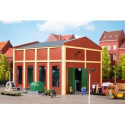 Edificio industrial con equipamiento.