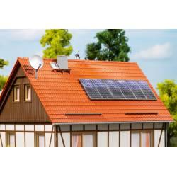 Paneles solares y antenas.