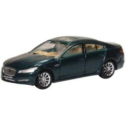 Jaguar XF, rojo.
