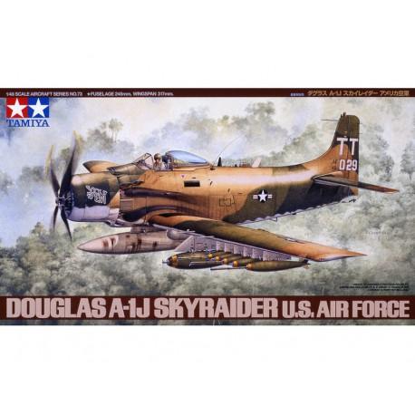 Douglas A-1J Skyraider.