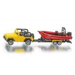 Jeep con bote.