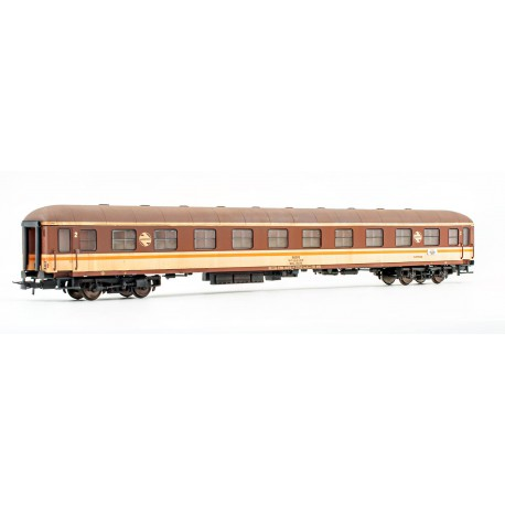 2nd class couchetters coach, BBL 8225. RENFE. Weathered.