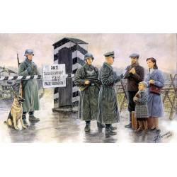 Puesto de control y soldados. MASTER BOX 3527