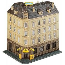 Edificio con oficina de correo.