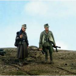 Africa Korps MG gunner and sapper. VERLINDEN 1517