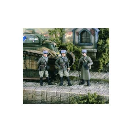 French Officers 1940. VERLINDEN 2350
