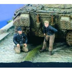 German Panzer mechanics.