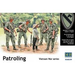 Vietnam War Series. Patrullando.
