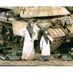 Mujer y niña árabes. VERLINDEN 2152