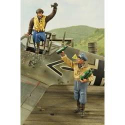 Pilotos de la Luftwaffe celebrando. VERLINDEN 2651