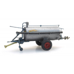 Liquid manure spreader.
