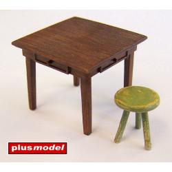Mesa y silla.