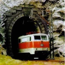 Dos bocas de túnel de una vía. BUSCH 8191