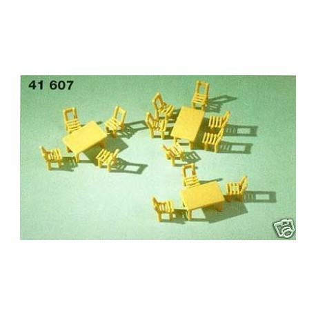 Lote de mesas y sillas. AUHAGEN 41607