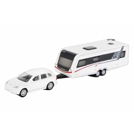 Porsche Cayenne with Hymer Nova S690. SCHUCO 452585600